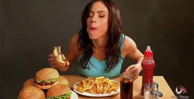 Las mujeres aceptan citas para ir a comer gratis